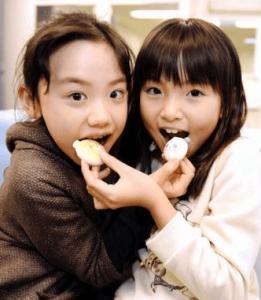 明日ママがいないで共演した鈴木梨央と芦田愛菜