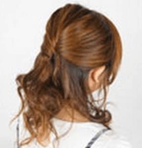 お葬式の髪型(女性)画像 ハーフアップ