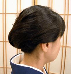 お葬式の髪型(女性)画像 夜会巻き 2